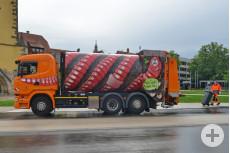 Müllfahrzeug als Regenwurm – Bild: Markus Niethammer